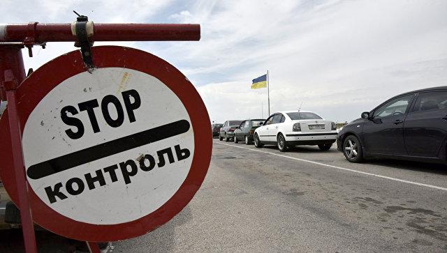 Автомобили на пункте пропуска на границе России и Украины. Архивное фото