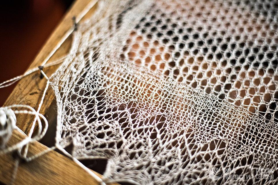 Киерге – пяльцы, на которые натягивается шаль для сушки и придания формы. Пяльцы изготавливаются вручную, на определенном расстоянии набивают гвозди, на которые в дальнейшем натягивают платок.