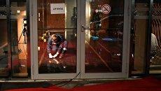 Сотрудники правоохранительных органов проводят следственные действия на месте драки со стрельбой в районе комплекса Москва-сити