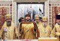 Священнослужители во время литургии в храме Христа Спасителя