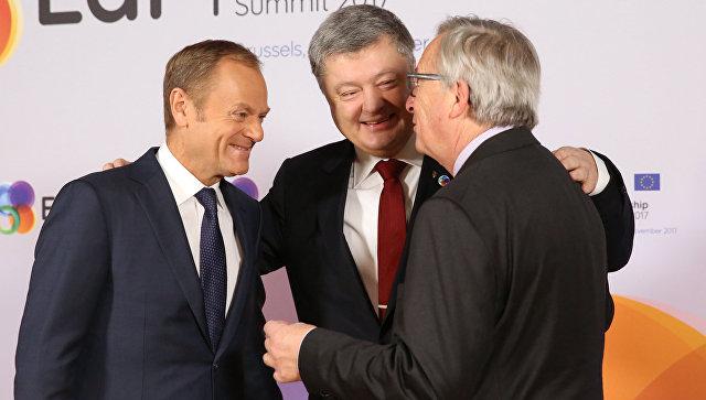 Председатель Европейского совета Дональд Туск, президент Украины Петр Порошенко и председатель Еврокомиссии Жан-Клодом Юнкер во время саммита Восточного партнерства в Брюсселе. 24 ноября 2017