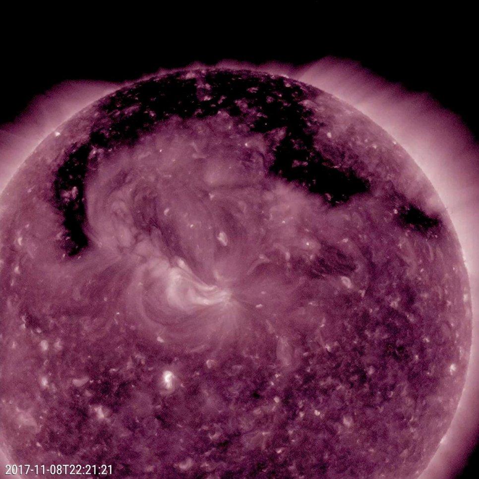 Корональная дыра на поверхности Солнца