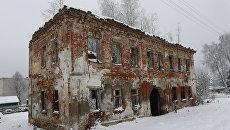Разрушенная бывшая купеческая усадьба в селе Толбухино Ярославской области