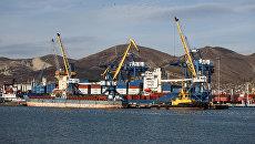 Суда на причале Новороссийского морского торгового порта. Архивное фото