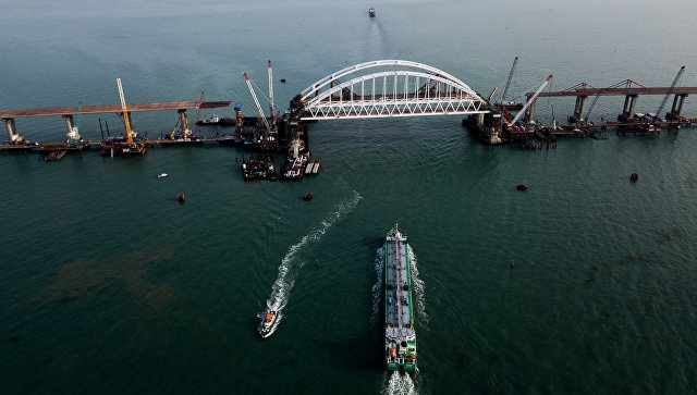Через Керченский мост нельзя будет провозить оружие ибоеприпасы— Минтранс