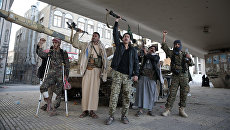 Боевики-хуситы в столице Йемена. Архивное фото
