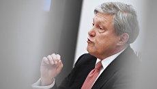 Председатель Федерального политического комитета партии Яблоко Григорий Явлинский на пресс-конференции в Москве. 5 декабря 2017