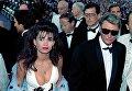 Французский рок-певец Джонни Холлидей с невестой Аделиной Блондоу. 10 мая 1990