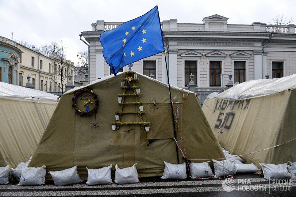 Палаточный городок сторонников Михаила Саакашвили у здания Верховной Рады Украины в Киеве. 6 декабря 2017