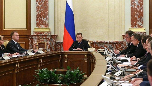 Дмитрий Медведев проводит совещание с членами кабинета министров РФ в Доме правительства РФ. 7 декабря 2017