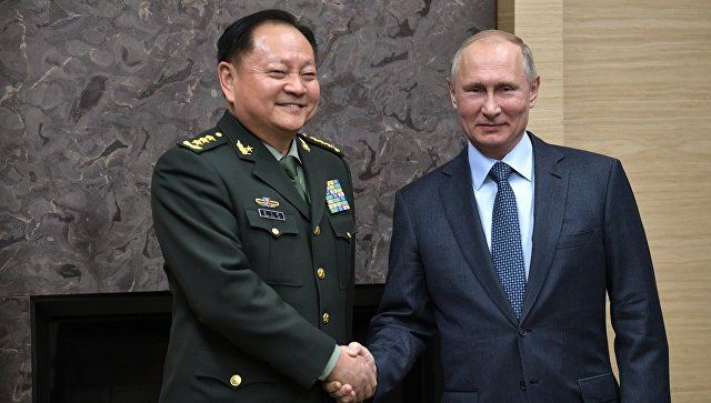Владимир Путин и заместитель председателя Центрального военного совета Коммунистической партии Китая Чжан Юся во время встречи. 7 декабря 2017