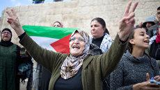 Палестинские женщины во время протеста у Дамасских ворот в Старом городе Иерусалима