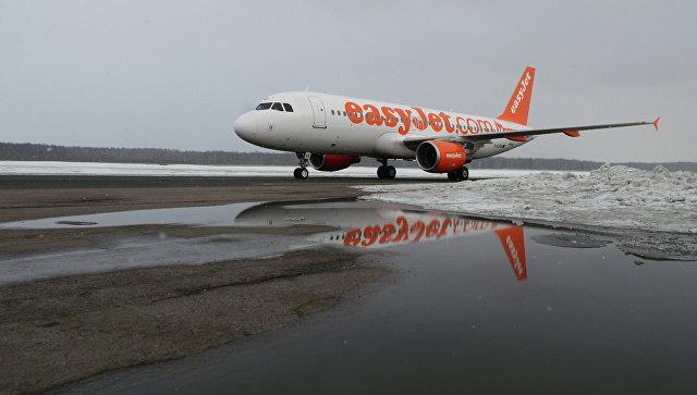 Пассажирский самолет Airbus A320 авиакомпании easyJet. Архивное фото