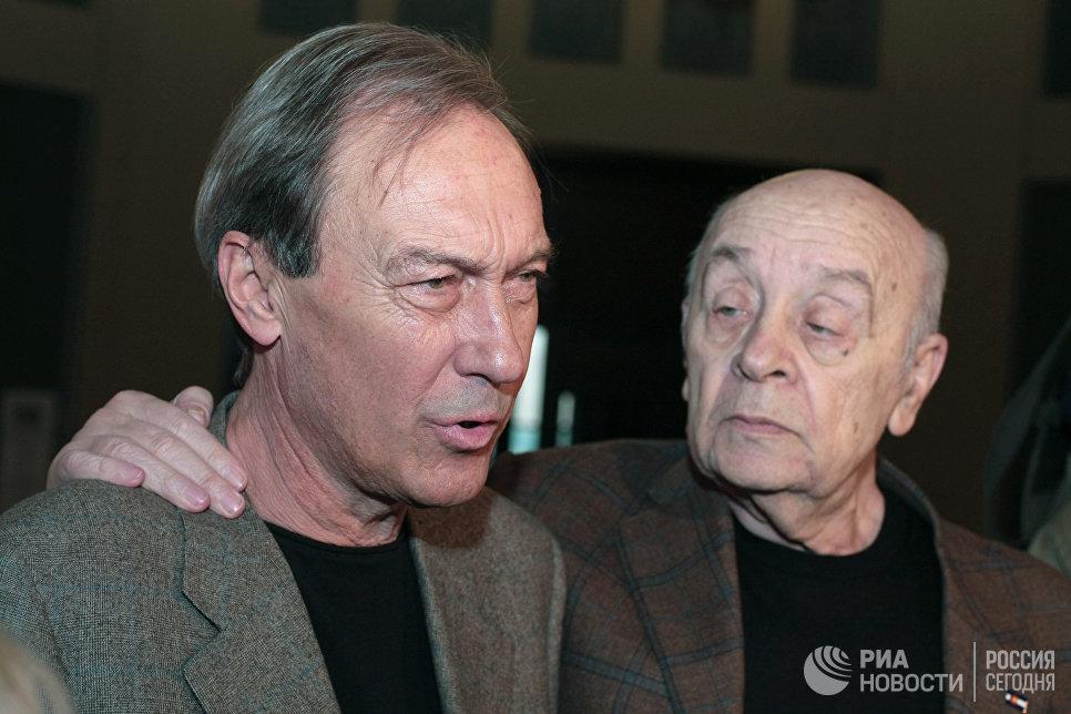 Актеры Олег Янковский и Леонид Броневой в театре Ленком