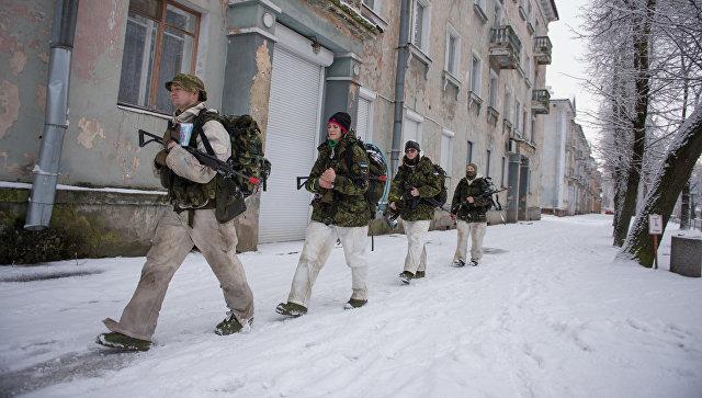 Эстонские добровольцы во время учений в Нарве. Архивное фото