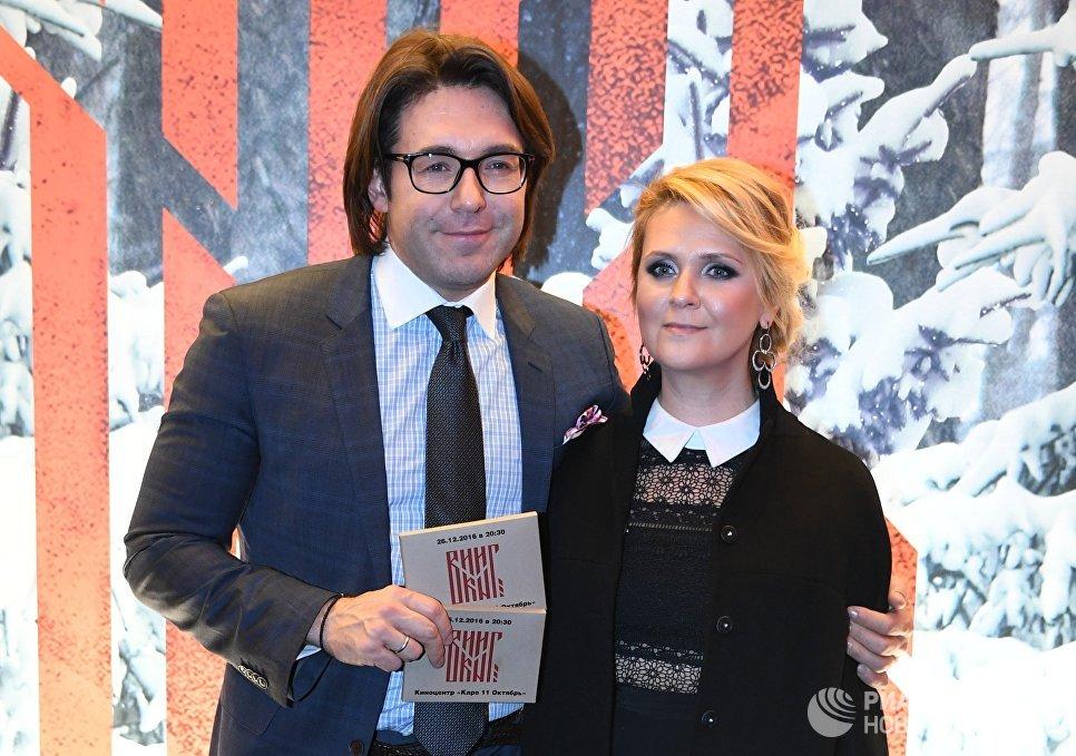 Телеведущий Андрей Малахов с супругой Натальей Шкулевой