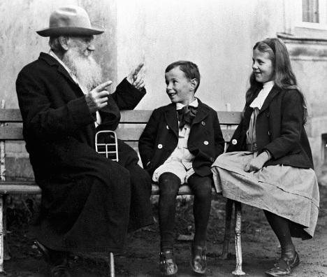 Лев Толстой с внуками Соней и Ильей в Крекшино