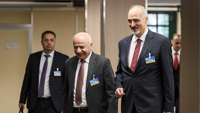 Постпред САР при ООН Башар Джаафари прибывает на встречу по переговорам по Сирии в ООН в Женеве, Швейцария. 14 декабря 2017