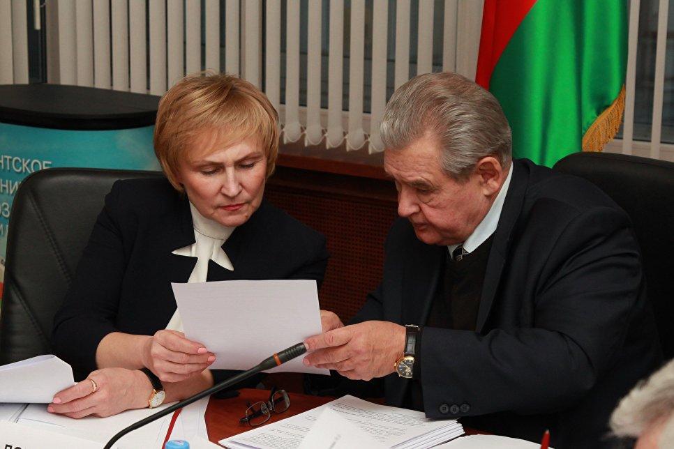 Заместитель председателя Комиссии Людмила Добрынина и председатель Комиссии Николай Гончар