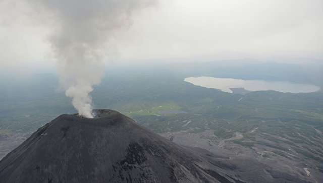 Вулкан наКамчатке выбросил столб пепла