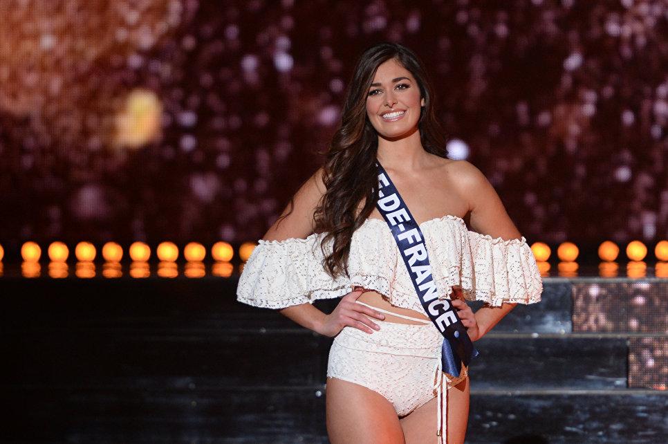 Мисс Иль-де-Франс Lison Di Martino выступает во время конкурса Мисс Франция-2018 в Шатору, Франция. 16 декабря 2017 года