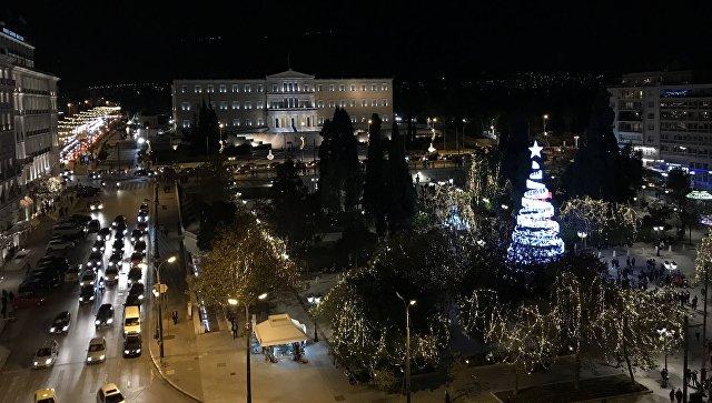 Новогодняя иллюминация в Афинах. Архивное фото