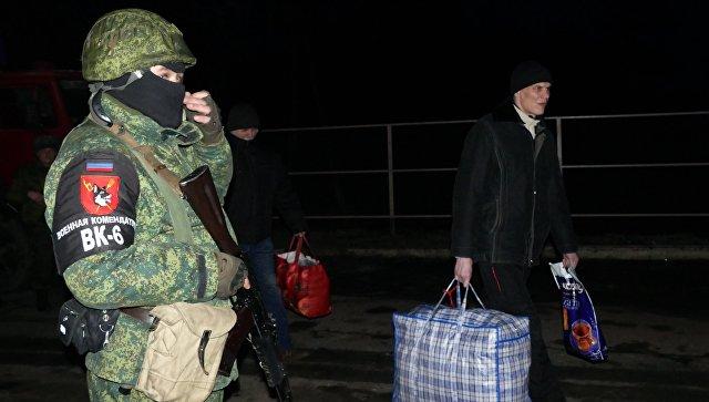 Меркель иМакрон приветствовали обмен удерживаемыми лицами наДонбассе