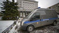 Автомобиль ФСБ РФ у магазина Перекресток в Санкт-Петербурге