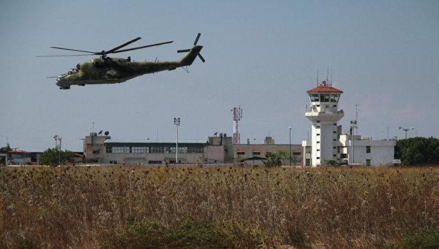 Российский вертолет Ми-24 во время облета авиабазы Хмеймим в Сирии. Архивное фото