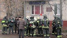 Работа пожарных расчетов на месте возгорания в жилом доме в центре Москвы. 3 января 2017