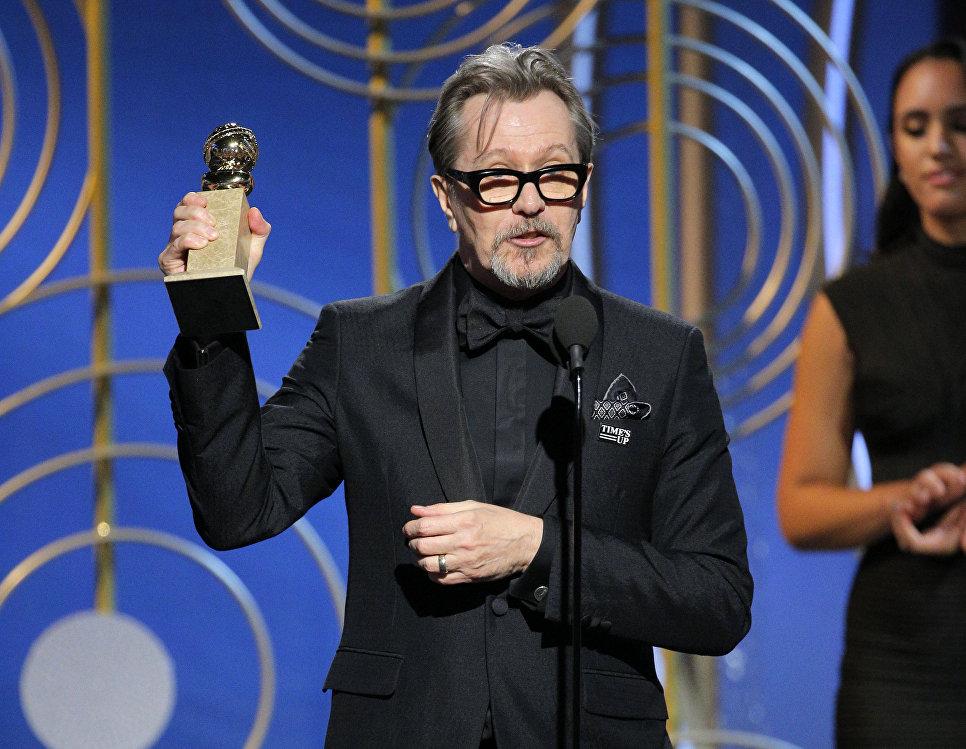 Гэри Олдман удостоился Золотого глобуса в номинации Лучший актер в драматическом фильме за роль Уинстона Черчилля в картине Темные времена.