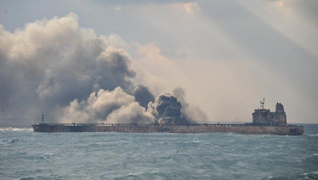 Пожар на нефтяном танкере Sanchi у берегов Китая