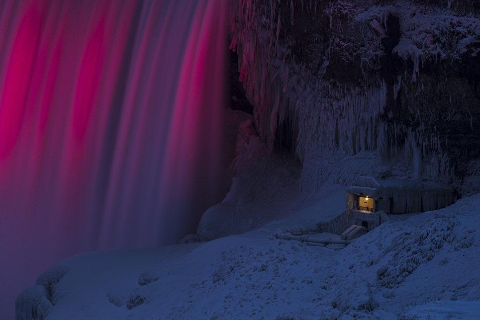 Наблюдательный пункт у подножия Ниагарского водопада