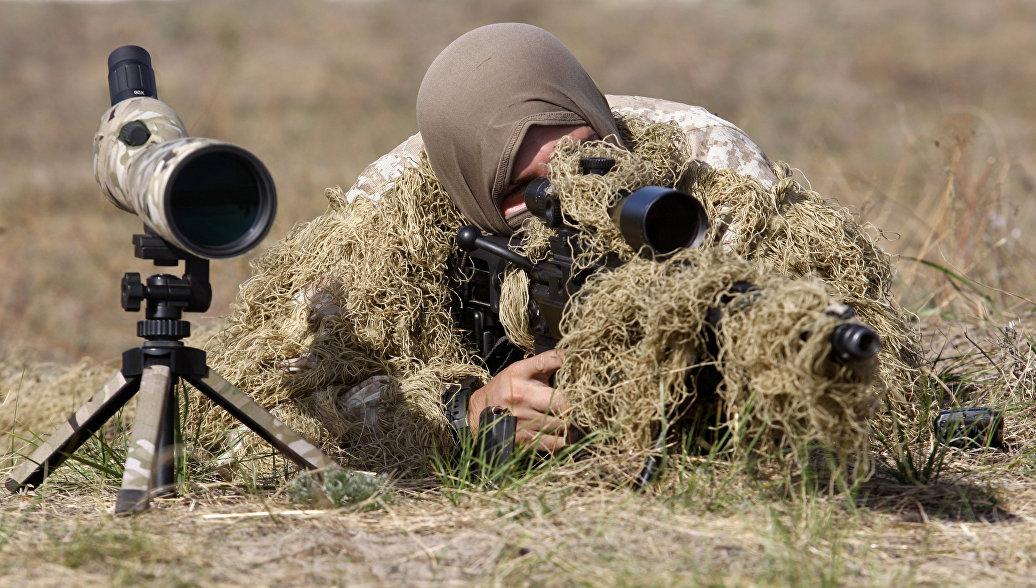 Украинские снайперы открыли огонь по домам мирных жителей, заявили в ЛНР