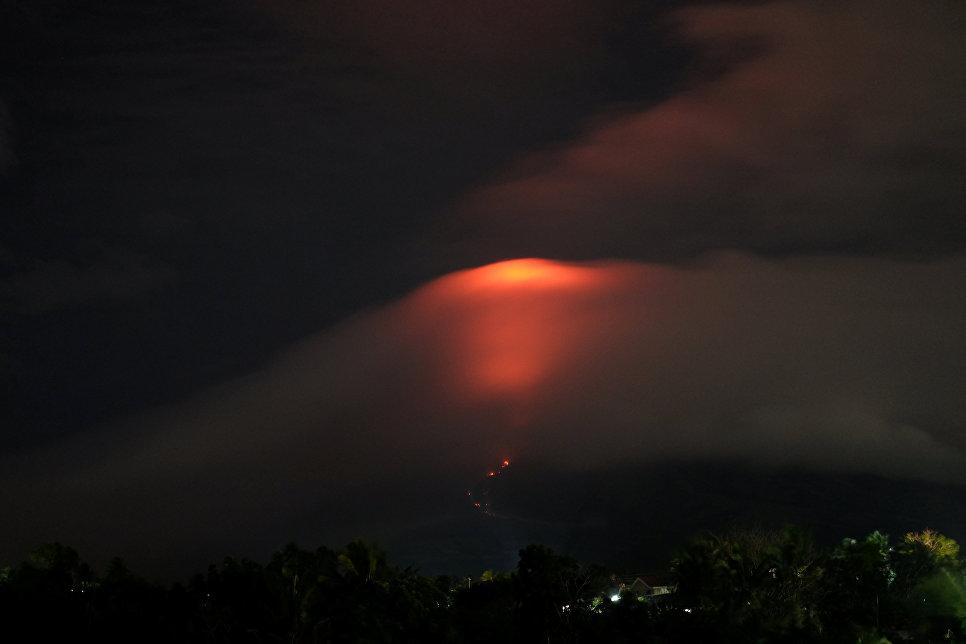 Извержение вулкана Майон на Филиппинах. 14 января 2018 года