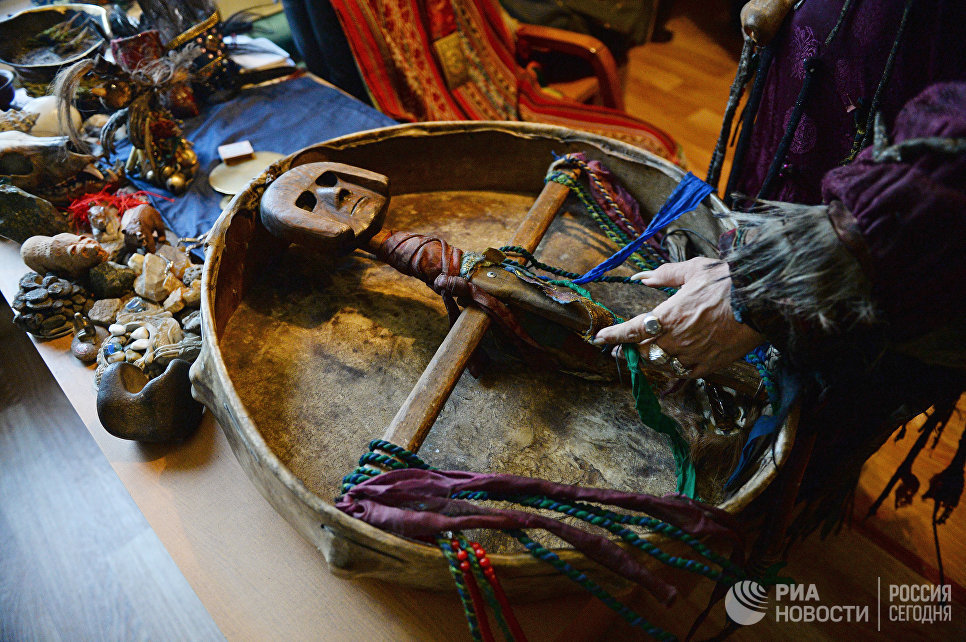 Шаманский бубен, принадлежащий председателю общества Адыг-Ээрен (Дух медведя), верховному шаману Тувы Кара-оол Тюлюшевичу Допчун-оол.