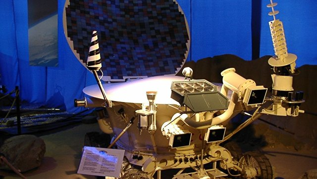 Модель лунного самоходного аппарата Луноход-2. Архивное фото