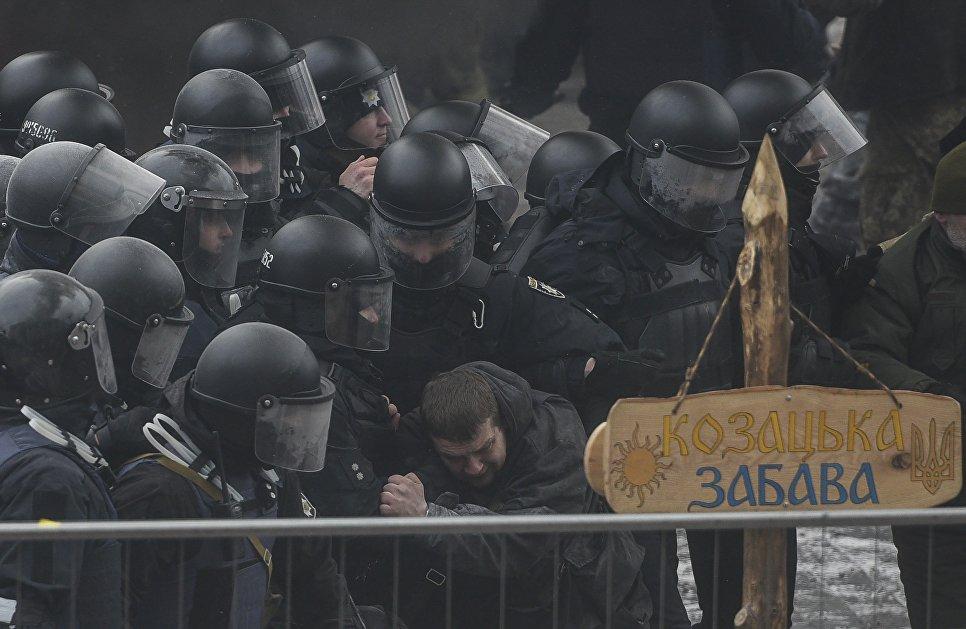 Cтолкновение между митингующими и полицией у здания Верховной рады Украины, Киев. 16 января 2018