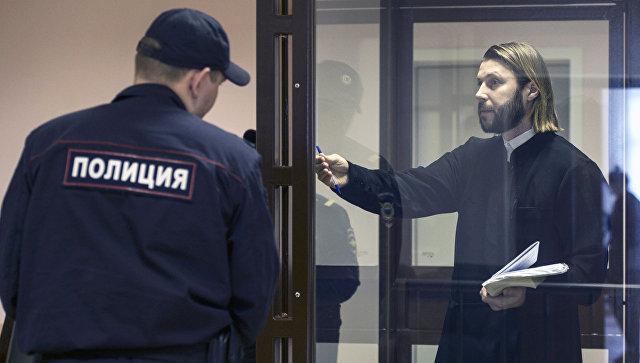 Священник Глеб Грозовский, обвиняемый в педофилии, на заседании в Санкт-Петербургском городском суде