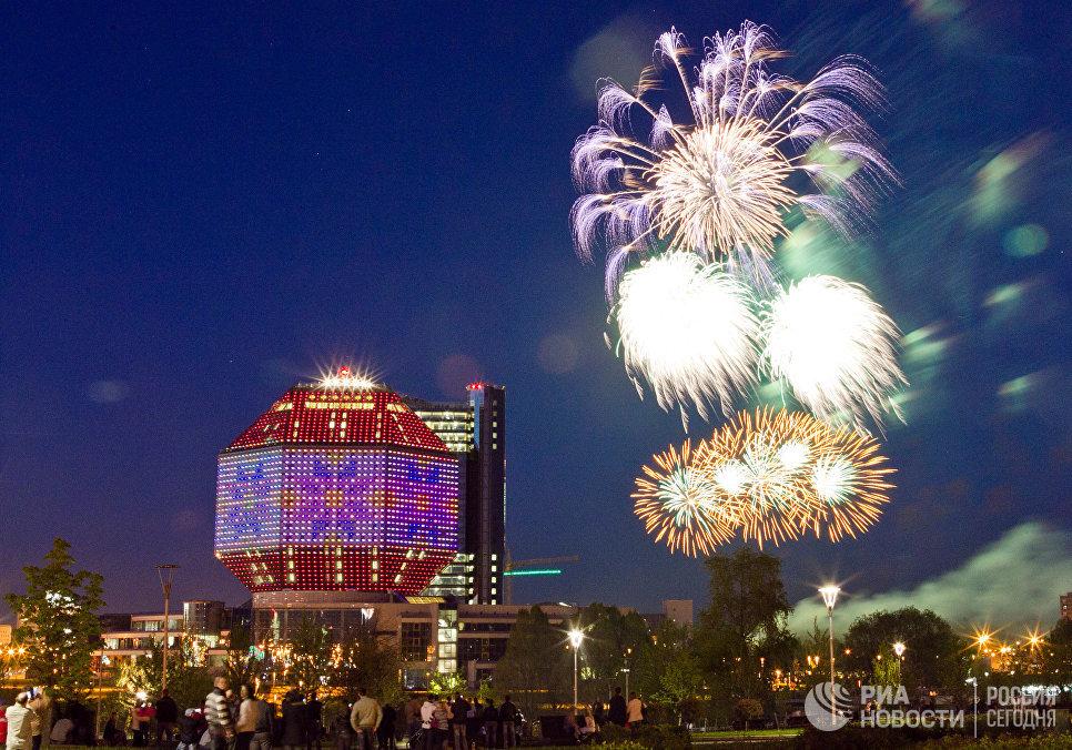 Праздничный салют в честь 66-летия Победы в ВОВ