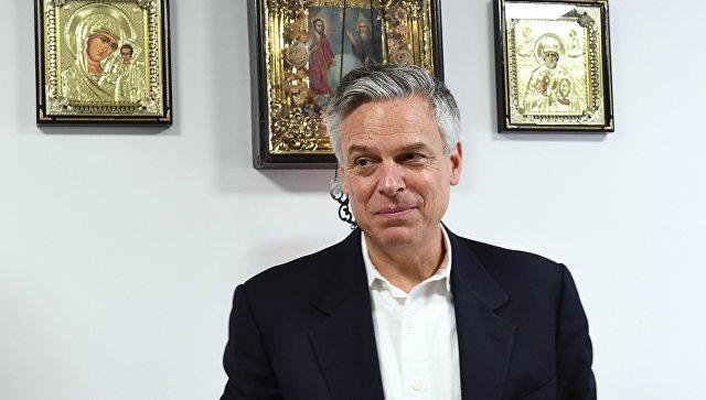 Посол США в РФ Джон Хантсман во время посещения Новоиерусалимского мужского монастыря в Московской области. 21 января 2018