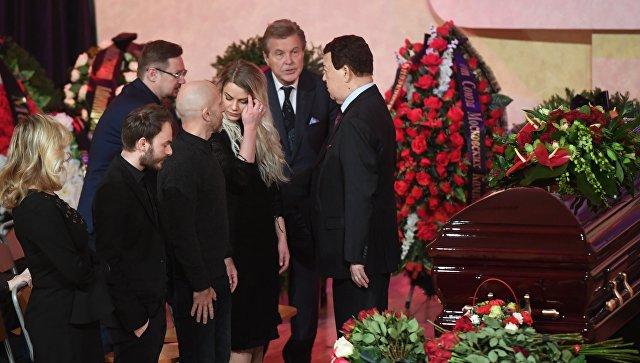 Иосиф Кобзон,  Лев Лещенко, члены семьи композитора Владимира Шаинского на церемонии прощания с Владимиром Шаинским в Московском доме композиторов. 22 января 2018