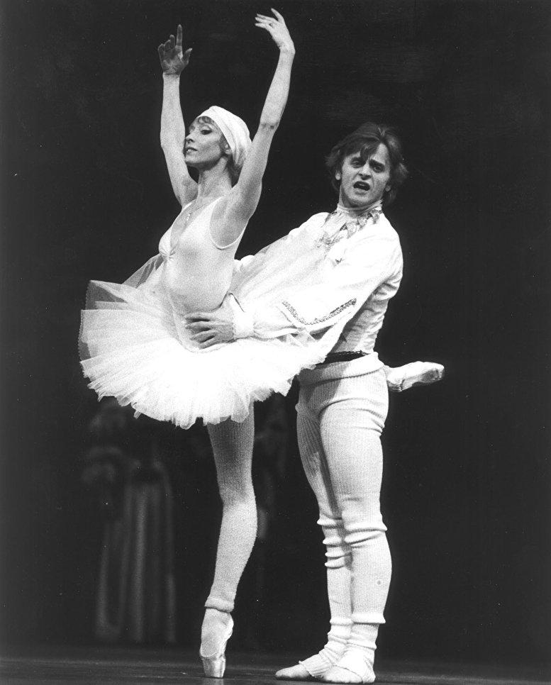 Михаил Барышников и Наталья Макарова во время генеральной репетиции Спящей красавицы в Метрополитен-опере в Нью-Йорке, 1981 год.