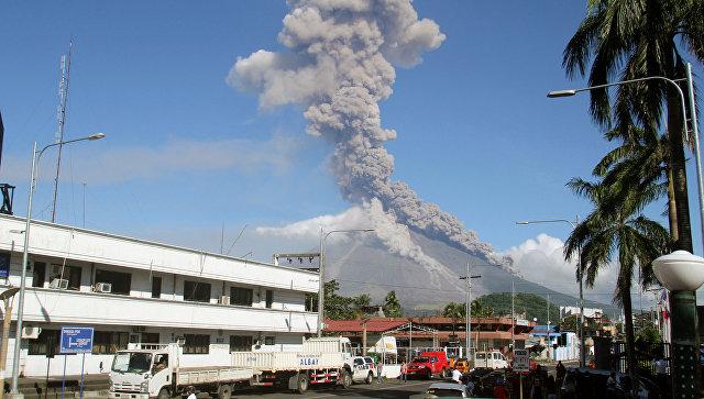 Извержение вулкана Майон в провинции Албай на Филиппинах. 23 января 2018