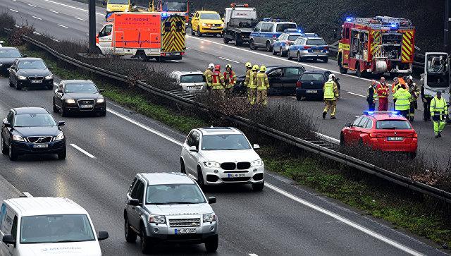 ВГермании вмассовом ДТП пострадали около 20 человек