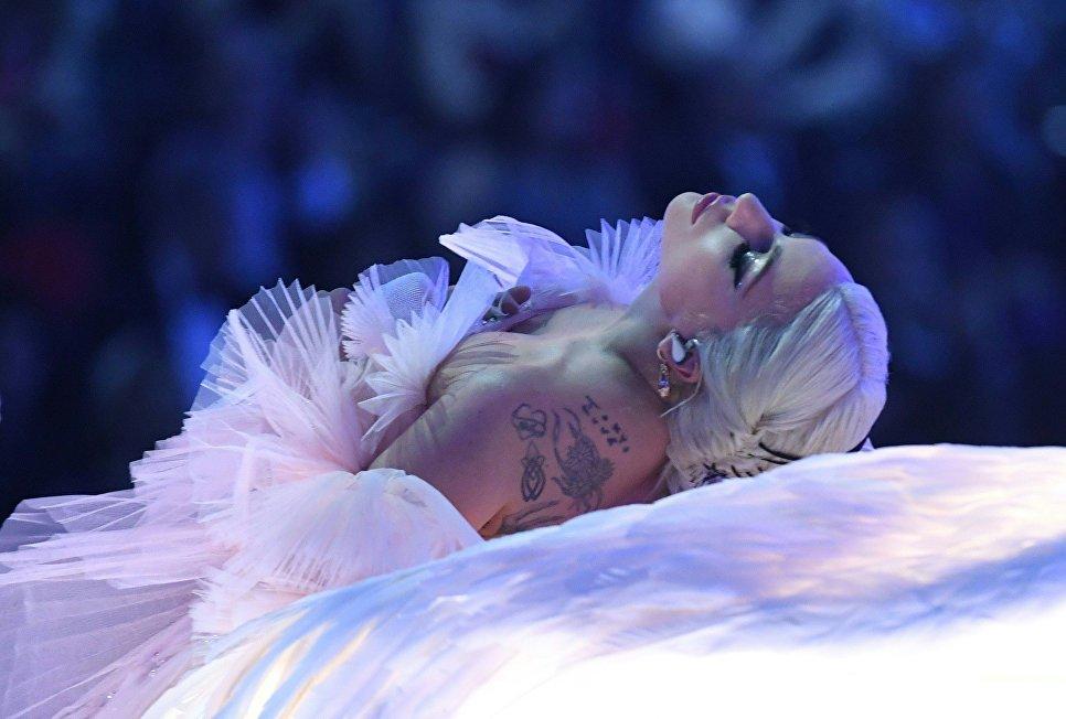 Леди Гага во время выступления на 60-й церемонии Грэмми. 28 января 2018 года