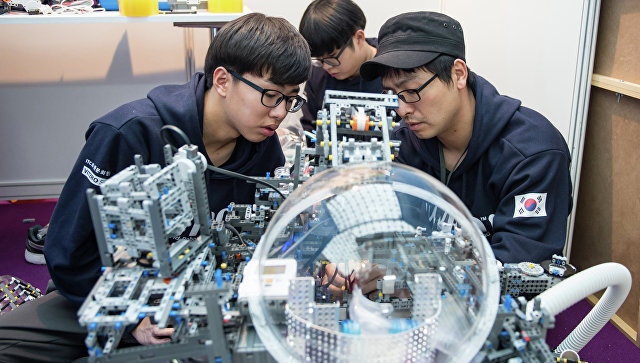Участники всемирной олимпиады по робототехнике в Сочи. Архивное фото