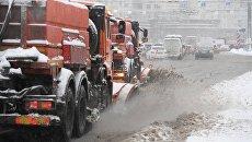 Чистка дорог от выпавшего снега в Москве. 31 января 2018