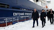 Вице-премьер РФ Дмитрий Рогозин после церемонии присвоения имени новому ледокольному судну Евгений Примаков в Санкт-Петербурге. 3 февраля 2018