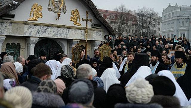 В Киеве радикалы блокировали Десятинный монастырь УПЦ МП